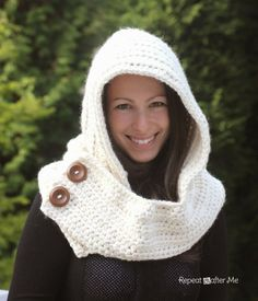Hooded Crochet Cowl with 3 skeins Lion Brand Thick & Quick Yarn - Repeat Crafter Me Sc Crochet, Bonnet Crochet, Crochet Gratis, Crochet Shawl, Free Crochet, Crochet Hooded Scarf, Knit Cowl, Crochet Scarves, Crochet Clothes