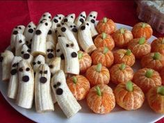 Looking for a healthy treat idea for halloween? We love this idea for banana ghosts and orange pumpkins! #Halloween