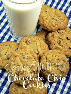 Olla-Podrida: Copycat DoubleTree Chocolate Chip Cookies