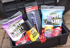 Easy DIY Christmas Gift Basket Ideas For Family Friends Couples Kids Co-Workers Teachers Men Women Cheap amp; Easy DIY Christmas Gift Basket Ideas For Family Friends Couple Best Christmas Gift Baskets, Diy Christmas Gifts For Men, Mason Jar Christmas Gifts, Teacher Christmas Gifts, Christmas Fun, Christmas Parties, Homemade Christmas, Christmas Shopping, Christmas Presents