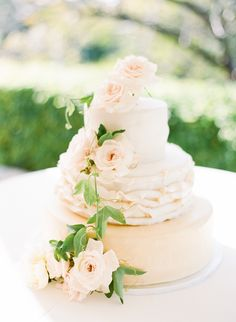 Soft and creamy peach wedding cakes with 3 tiers. Full of cuteness and flowers! Really romantic and lovely. Wedding cake ideas with flowers and decoration Blush Wedding Cakes, Beautiful Wedding Cakes, Beautiful Cakes, Amazing Cakes, Cake Wedding, Wedding Bouquet, Wedding Cake Inspiration, Wedding Ideas, Wedding Decor