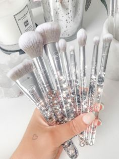 Makeup Items, Cute Makeup, Makeup Brush Set, Simple Makeup, Makeup Tools, Make Up Brush, Silver Makeup, Magical Makeup, Unicorn Makeup
