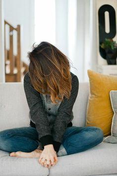 Couleur cheveux caramel Ombre Hair Mel, Ombré Hair, Floor Chair, Short Hair Styles, Hair Color, Hairstyle, Desserts, Fashion, Colorful Hair