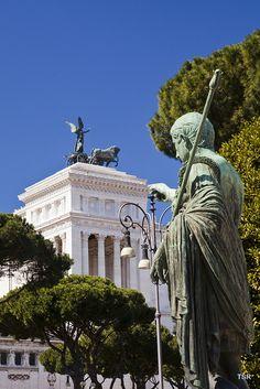 Caesar Statue - Vittorio Emanuelle II Monument - Rome, Italy