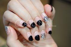 #coolnail   #frenchnail   #frenchnailmanicure  #blacknail #silvernail 시크한 #블랙젤네일과   #실버스팽글  의 만남!