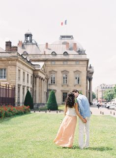 Romance in Paris | Photography: O'Malley Photographers - www.omalleyphotographers.com  Read More: http://www.stylemepretty.com/living/2014/09/12/romantic-picnic-in-paris/ engagement wedding