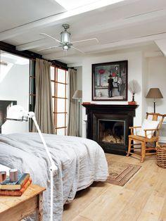 Una remodelación de materiales y distribución en clave de actualidad, a cargo del equipo de Luzio Barcelona, convirtió esta casa en el refugio cálido y confortable que buscaban sus propietarios....