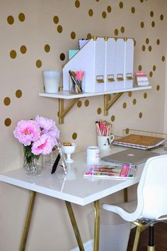 Desk decor teen, white desk decor, gold office decor, diy home decor bedroom Diy Home Decor Rustic, Diy Home Decor Bedroom, Home Office Decor, Bedroom Ideas, Bedroom Designs, Bedroom Furniture, Study Rooms, Study Areas, Study Space