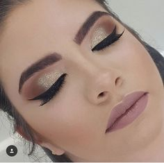 Roségold rauchige Augen Make-up Dramatic Eye Makeup, Smoky Eye Makeup, Colorful Eye Makeup, Natural Eye Makeup, Makeup For Brown Eyes, Make Up Gold, Eye Make Up, Gold Smoky Eye, Smokey Eye
