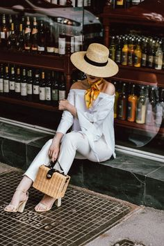 The easy Parisian inspired white summer outfit you will want to reproduce Mango Cropped Distressed W Fedora Summer Outfits, White Summer Outfits, Jeans Outfit Summer, Outfits With Hats, Summer Hats, Stylish Outfits, Cool Outfits, Summer Crop Tops, Summer Blouses