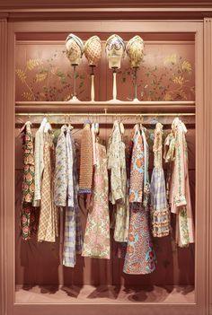 Check out the incredible boutique at the Gucci Garden. Image by Gucci Garden Boutique Design, Boutique Decor, Vintage Boutique, Clothing Boutique Interior, Vogue Living, Magazine Deco, Design Studio, Design Design, Home And Deco