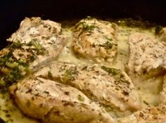 Close your eyes and just smell the flavors as this Rosemary Chicken aroma fills your house. The hungry men in your house will dance to the kitchen to sit down to this enticing dinner. Clean Eating Recipes, Healthy Recipes, Rosemary Chicken, Homemade Soup, Chicken Recipes, Chicken Meals, Yum Yum Chicken, Seafood Dishes, Main Meals