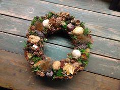 Podzimní věnec Christmas Wreaths, Holiday Decor, Home Decor, Christmas Swags, Decoration Home, Holiday Burlap Wreath, Interior Design, Home Interior Design, Christmas Garlands