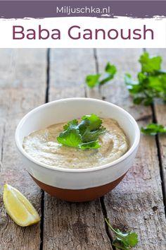 Baba Ganoush recept. Aubergine is typisch zo'n groente waar je van houdt of waar je van gruwelt. Ik hou ervan. Baba ganoush is een dip gemaakt van aubergines en komt van oorsprong uit het Midden-Oosten komt. Met dit makkelijke recept voor baba ganoush zit je altijd goed! Heerlijk bij de borrel of op de borrelplank. Met o.a. knoflook, tahini, en citroen.Kijk voor meer Miljuschka recepten op mijn website. #miljuschka #saus #dip #babaganoush #aubergine Dip Recipes, Veggie Recipes, Middle East Food, Baba Ganoush, Hummus, Dips, Bbq, Veggies, Appetizers