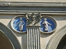 Andrea della Robbia, tondi del loggiato esterno dello Spedale degli Innocenti (1487), Firenze