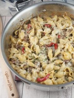 Dinner Recipes for 2 Philly Cheesesteak Pasta This easy dinner recipe for Philly Cheesesteak Pasta is a cheesy comfort food dish that will become a new family favorite! Easy Dinner Recipes, Pasta Recipes, Easy Meals, Cooking Recipes, Healthy Recipes, Meal Recipes, Chicken Recipes, Gourmet Cooking, Top Recipes