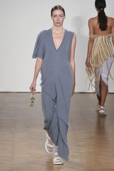 See all the Collection photos from Pringle Of Scotland Spring/Summer 2018 Ready-To-Wear now on British Vogue Fashion 2018, Fashion Week, Runway Fashion, Pringle Of Scotland, Spring Summer 2018, Spring Summer Fashion, London Spring, Monochrome Fashion, Nike Air Max For Women