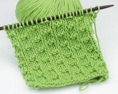Mitja-Punts... ------punto andaluz Baby Knitting Patterns, Knitting Stiches, Knitting Videos, Knitting Designs, Knitting Projects, Crochet Shawl, Diy Crochet, Arm Knitting Tutorial, Crochet For Beginners