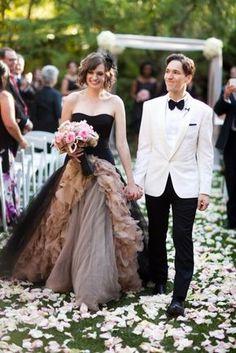 Vestido de novia en color negro con detalles en café