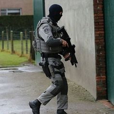 CGSU🇧🇪 - Follow Us @special_forces_units_  #fitcops #swat #leo#policeman #policeofficers #fitleo #sheepdog#brazil #specialforces… Army Police, Army Soldier, Swat, Strong Arms, Special Forces, Cops, Warfare, Military, The Unit