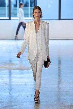 All the runway looks from Ginger & Smart: Sydney Australian Fashion Shows Spring/Summer Suits For Women, Women Wear, Apple Bottom Jeans, Ginger And Smart, Mom Dress, Vogue Australia, Australian Fashion, Runway Fashion, Women's Fashion