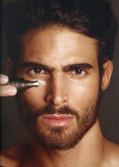 Tom Ford taps Juan Betancourt to be the face of his new Men's Grooming Line. The range includes nine multifunctional skin-care and grooming products: a face cleanser, moisturizer, eye treatment, purifying mud mask, concealer and bronzing gel. Tom Ford Beauty, Male Beauty, Men's Grooming, Men Eyebrows Grooming, Juan Betancourt, Mascara Hacks, Old School Style, Mademoiselle Bio, Guys Eyebrows
