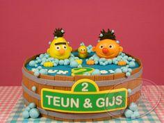 Bert en Ernie in bad.