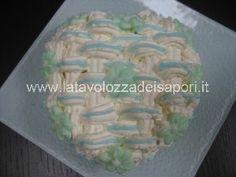 Cuoricino di Pan di Spagna e Panna montata con decorazioni in Ghiaccia Reale http://www.latavolozzadeisapori.it/ricette/cuoricino-di-pan-di-spagna-e-panna-montata-con-decorazioni-in-ghiaccia-reale
