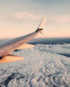 Recorrer el mundo come fly with me, travel plane, airplane travel, travel goals Dream Vacation Spots, Dream Vacations, Airplane Travel, Airplane View, Travel Plane, Airplane Window, Plane Window View, Voyager C'est Vivre, Travel Chic