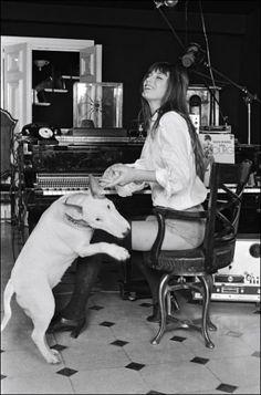 Jane Birkin und Bull Terrier