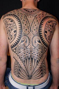 Symmetrical tattoo style on the back Maori men Tatau Tattoo, Ta Moko Tattoo, Marquesan Tattoos, Samoan Tattoo, Tribal Tattoos, Body Art Tattoos, Cool Tattoos, Back Tattoos For Guys, Full Back Tattoos