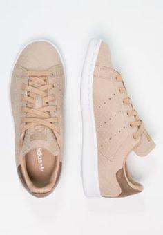bestil adidas Originals STAN SMITH - Sneakers - pale nude/white til kr 749,00 (25-11-16). Køb hos Zalando og få gratis levering.