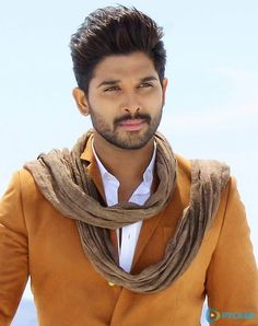 Allu Arjun often shares his family photos on social media and his personal photos with wife Sneha are too cute. Check out best of Allu Arjun images and photos right here Famous Indian Actors, Indian Celebrities, Actor Picture, Actor Photo, Handsome Actors, Cute Actors, Bollywood Actors, Bollywood Celebrities, Allu Arjun Hairstyle