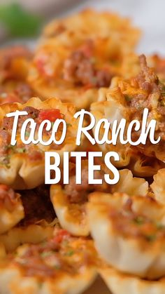 Taco Ranch Bites seriously delicious Only 6 ingredients Ground beef taco seasoning diced tomatoes and green chiles cheddar cheese ranch dressing and phyllo tart shells C. Mexican Food Recipes, Beef Recipes, Dinner Recipes, Cooking Recipes, Breakfast Recipes, Mexican Food For Party, Taco Ideas For Dinner, Crab Dip Recipes, Taco Dinner