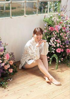 Beautiful Japanese Girl, Japanese Beauty, Asian Beauty, Actress Feet, Cute Asian Girls, Female Poses, Japan Fashion, Women's Fashion, Portrait Photography