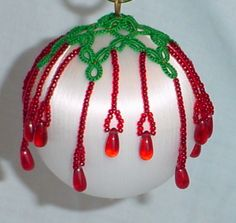 Tatting Patterns for Christmas Balls Wire Ornaments, Ornament Hooks, Crochet Christmas Ornaments, Christmas Balls, Needle Tatting, Tatting Lace, Tatting Patterns Free, Beading Patterns, Beaded Ornament Covers