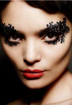 Face Lace: Burlesque 750 THB