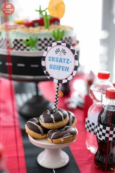 10 deco tips for racers birthday party - Geburtstag - kuchen kindergeburtstag Race Party, Go Kart Party, Cars Birthday Parties, 60th Birthday, Birthday Party Decorations, Auto Party, Disney Cute, Monster Truck Party, Construction Party