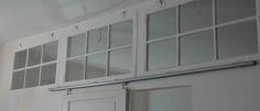 Old Windows, Scandinavian design, Lysindfald, skillevæg, gamle vinduer, skydedør. / Bygget af Erik Modin