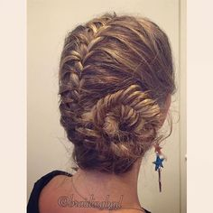 #frenchfishtailbraid into a #sidebun. This is the most straining #braid style to braid for yourself, IMO, as it takes such a long time  #braid #braids #braiding #braidinghair #braidideas #instabraids #letti #letit #lettikampaus #letitys #hairdo #hairstyle #suomiletit #braidsforgirls #braidyourself #fishtailbraid #frenchfishtail #braidedbun #HotBraidsMara #kalanruotoletti #lettinuttura Earrings from @kookygems ⭐️⭐️⭐️