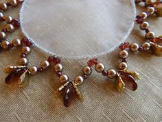 Beebeecraft idea on how to make dangle earrings with pearlbeads and iron chain Dangle Earrings, Pearl Necklace, Beaded Necklace, Beaded Bracelets, Bead Sewing, Peter Pan Disney, Decorative Towels, Stone Work, Bead Crafts