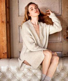 Kaunis, lämmin ja pehmoinen villatakki / Warm and cozy cardigan, Kotiliesi. Knit Crochet, Bollywood, Silk, Sewing, Knitting, Pattern, Sweaters, Dresses, Arrow Keys