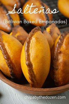 Bolivian salteñas are baked empanadas with a sweet and buttery crust and a juicy chicken filling or jigote with potatoes, chili peppers, raisins, and olives. #bolivianrecipes #empanadas #chickenempanadas #bakedempanadas Baked Empanadas, Chicken Empanadas, Bolivian Food, Latin Food, Rotisserie Chicken, Stuffed Green Peppers, Boiled Eggs, Tray Bakes, Raisin