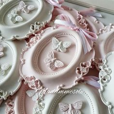 Discover thousands of images about Beautiful! Shabby Chic Crafts, Shabby Chic Decor, Vasos Vintage, Clay Crafts, Diy And Crafts, Stone Decoration, Bohemian Wedding Decorations, Doll Clothes Barbie, Clay Ornaments