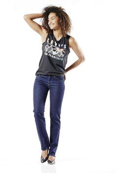 Die Levis® 714 ist eine Straight-Jeans im klassischen 5-Pocket-Style. Sie wird etwas tiefer auf der Hüfte sitzend getragen. Ihre sehr gerade geschnittenen Beine sorgen für eine betont gradlinige Kontur. Für einen angenehmen Tragekomfort gibt es die 714 Straight in unterschiedlich elastischen Materialien. Bei diesem Modell sorgen 87% Baumwolle, 12% Polyester, 1% Elastan für eine 100% bequem cool...