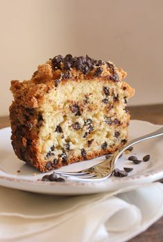 Chocolate chip crumb cake - you can never have enough chocolate, a delicious loaf cake filled with chocolate chips and topped with an amazing crumb topping.