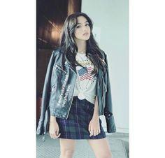 Slay. 💖 Fashion Fabric, Denim Fashion, Boho Fashion, Girl Fashion, Chica Punk, Demin Skirt, Love Jeans, Blazers, Tailored Jacket