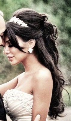-Beautiful wedding hair .<3 I love the headband and add a veil
