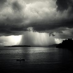 i LOVE black and white photography :)