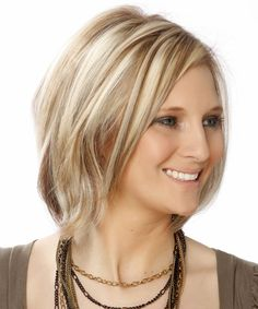 Casual Short Straight Layered Bob Hairstyle - Light Ash Blonde Hair Color with Dark Blonde Highlights Medium Length Blonde, Short Blonde, Blonde Hair, Layered Bob Hairstyles, Cool Hairstyles, Bob Haircuts, Chin Length Hair, Short Straight Hair, Light Blonde